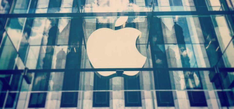 Tutti gli occhi dei mercati su Apple e a Milano le banche trascinano la Borsa
