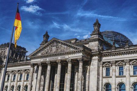 Il rischio elezioni in Germania inquieta i mercati: euro sotto tiro
