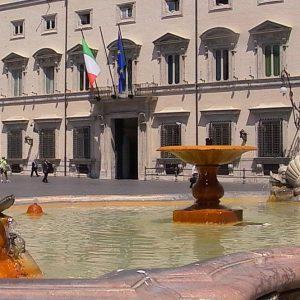 Borsa, Milano teme la crisi: spread in rialzo, banche in rosso