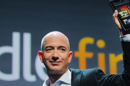 Amazon taglia centinaia di posti e va all'assalto della sanità