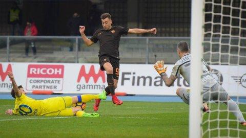 Napoli e Roma perdono l'occasione: doppio 0-0 e tutto invariato