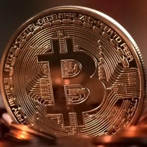 Bitcoin crolla ma la Catalogna non travolge le Borse