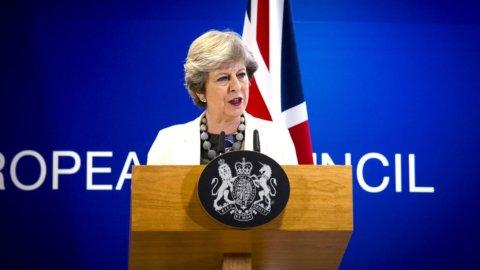 Brexit: c'è l'accordo su pagamenti, immigrati e Irlanda