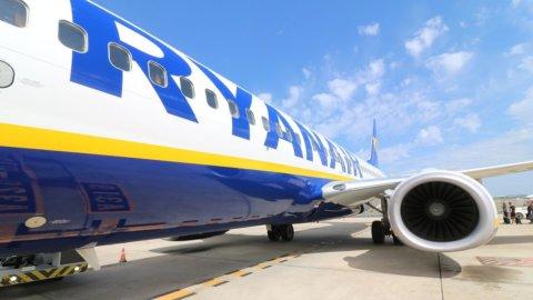 Ryanair torna a volare a luglio: regole per i passeggeri