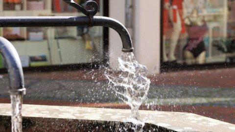 Acqua, ogni italiano ne consuma 220 litri al giorno