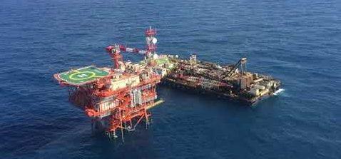 Gas, Eni avvia la produzione Zohr in tempo record. Descalzi e Scaroni a processo su Nigeria