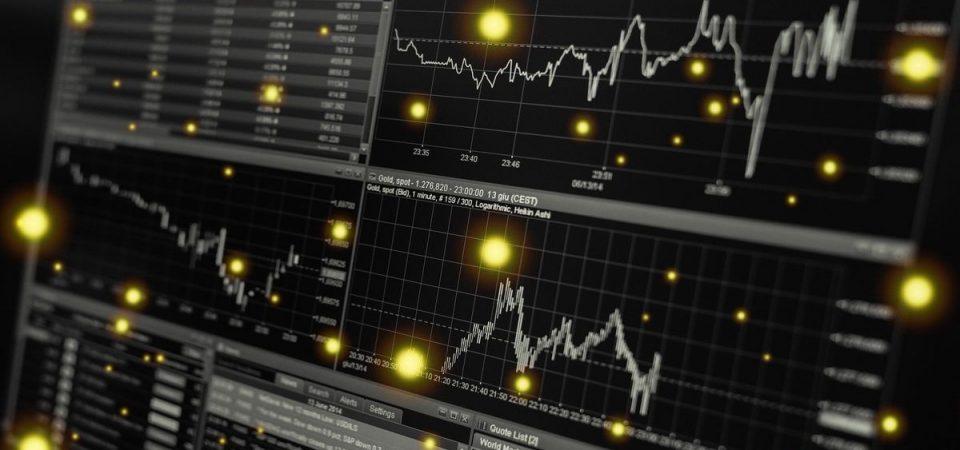 La Borsa rallenta, riflettori su auto e dazi. Cade Stm