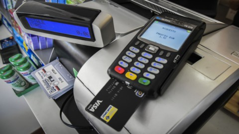 Carte di credito e bancomat: multe a chi non ha il Pos