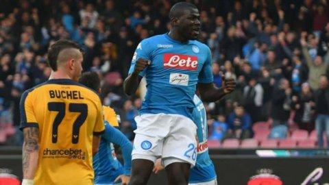 Il Napoli alla sosta da capolista: 2-0 al Verona
