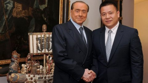 Berlusconi, bufera giudiziaria per la vendita del Milan? La Procura smentisce, La Stampa conferma