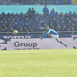 Il Napoli espugna Bergamo e si conferma primo: dubbi sul gol di Mertens