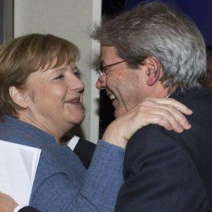 """Merkel attacca Trump sul protezionismo: """"Non dimenticare la storia"""""""