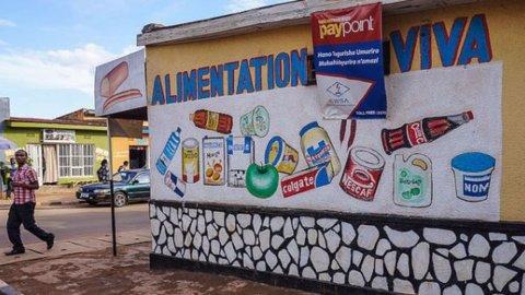Muri parlanti: in Africa pubblicità e messaggi si trasmettono così