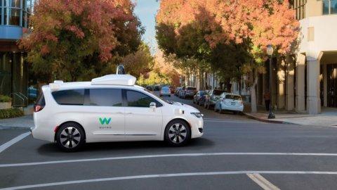 Fca: migliaia di minivan a Google per i taxi a guida autonoma