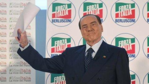 """Berlusconi, svolta dopo Macerata: """"Via 600 mila migranti, bomba sociale"""""""