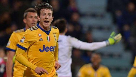 La Juve espugna Cagliari tra i veleni e tiene il passo del Napoli