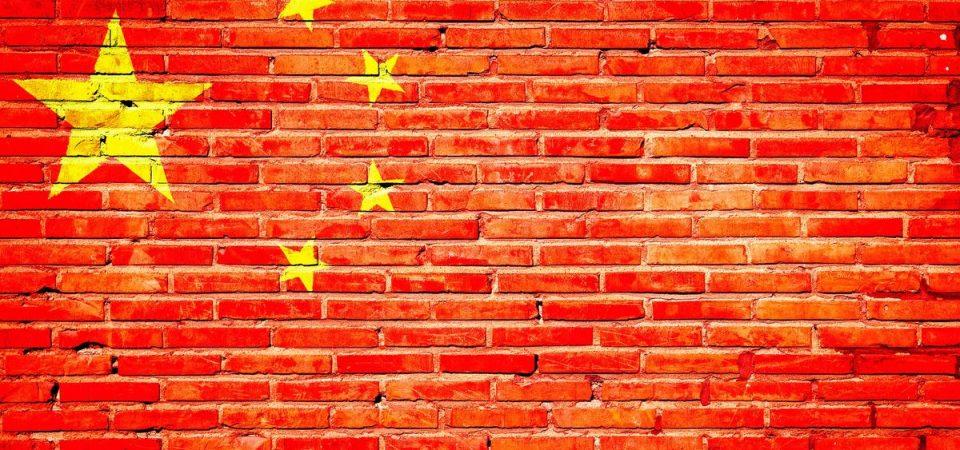 Effetto Cina: crolla Stm e cede il lusso ma Milano limita le perdite