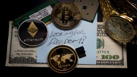 Bitcoin, Cina all'attacco: crollano le quotazioni