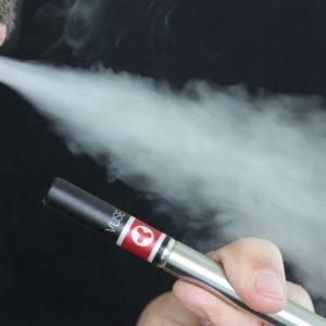 Sigarette elettroniche: ridurre i danni del fumo è già un passo avanti