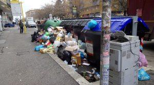 Immondizia Roma rifiuti cassonetti