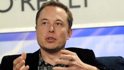 Tesla elettrizza le Borse, oggi i conti Intesa e Ferrari