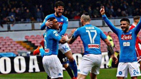 Vincono Napoli e Juventus, azzurri ancora primi