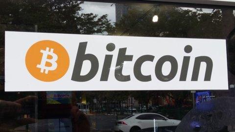 Attacco hacker in Asia e Bitcoin crolla sotto i 7mila dollari