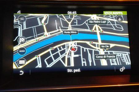 Auto: niente più display, radio e navigatori saranno proiettati sui cruscotti