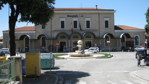 """Sparatorie a Macerata, feriti. Il sindaco: """"Restate in casa"""""""