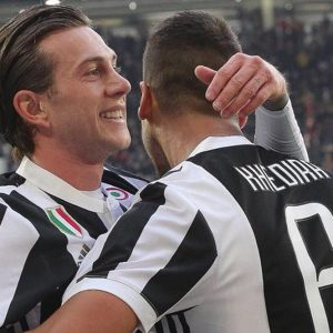 La Juve vince il derby, il Napoli liquida la Spal: il duello scudetto continua
