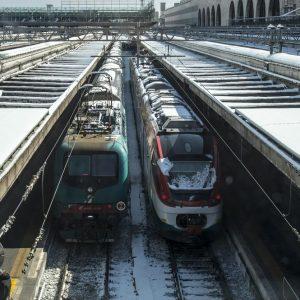 Caos neve: treni con ritardi record, Delrio si infuria con Fs