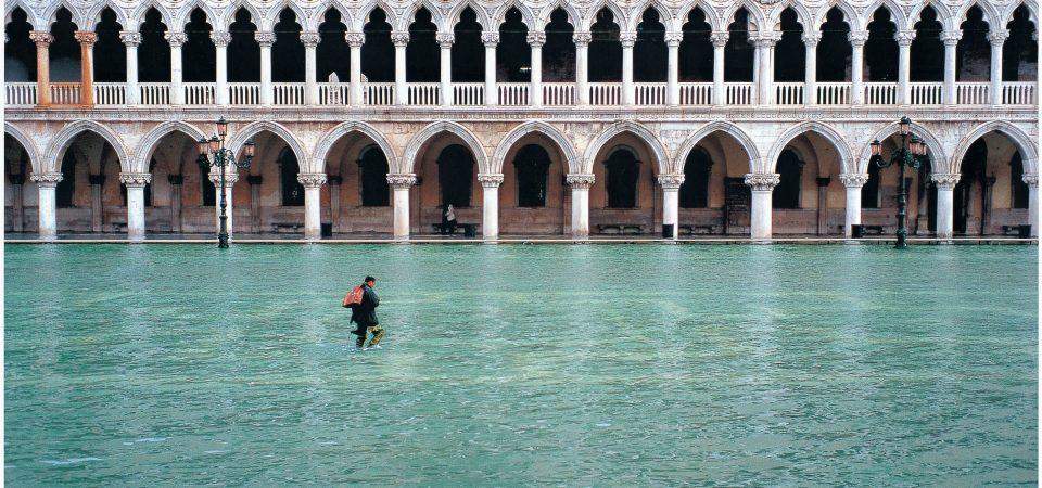 Venezia ancora sott'acqua, ora preoccupa anche Firenze