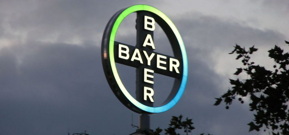 Tonfo di Bayer e Bmw a Francoforte. Milano aspetta la Fed