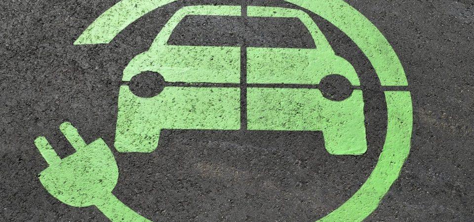 Auto elettrica, quanta CO2 risparmiamo? Enel lo calcola