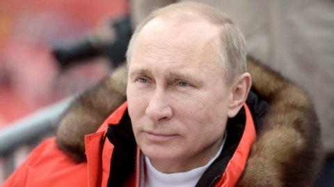 Russia, Putin trionfa e sfida l'Occidente