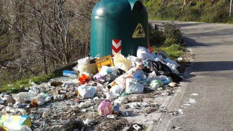 immondizia abbandonata a Vigevano