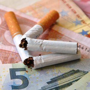 Prezzo sigarette e giochi: doppia stangata in arrivo