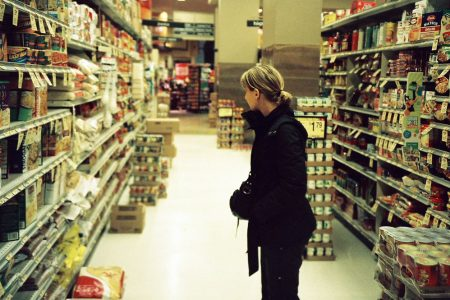 Supermercati e discount: gli affari volano con il virus