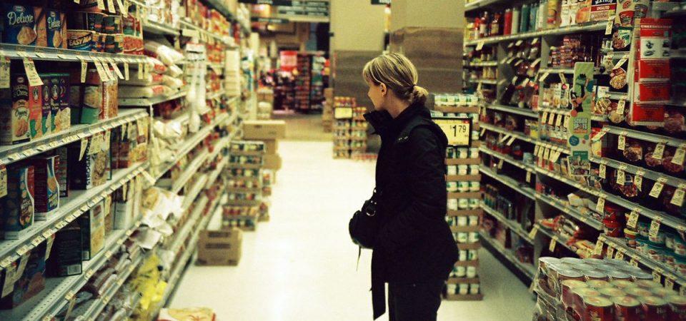Negozi e supermercati aperti o no il Primo Maggio? La battaglia continua
