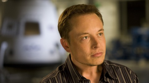 Tesla taglia 3.500 dipendenti e vola in Borsa