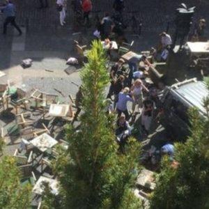 Munster, furgone su folla: morti e feriti