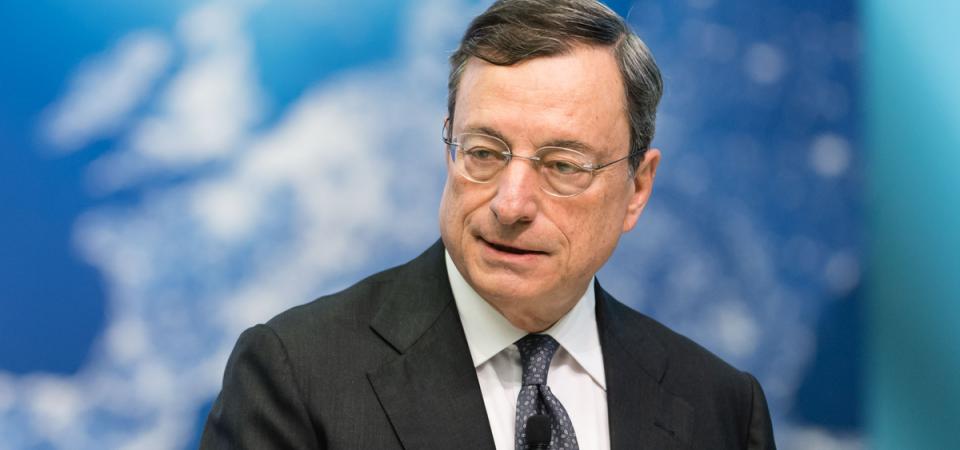 """Economia, Draghi rassicura: """"Bce in campo"""". Borsa, Fca sale"""