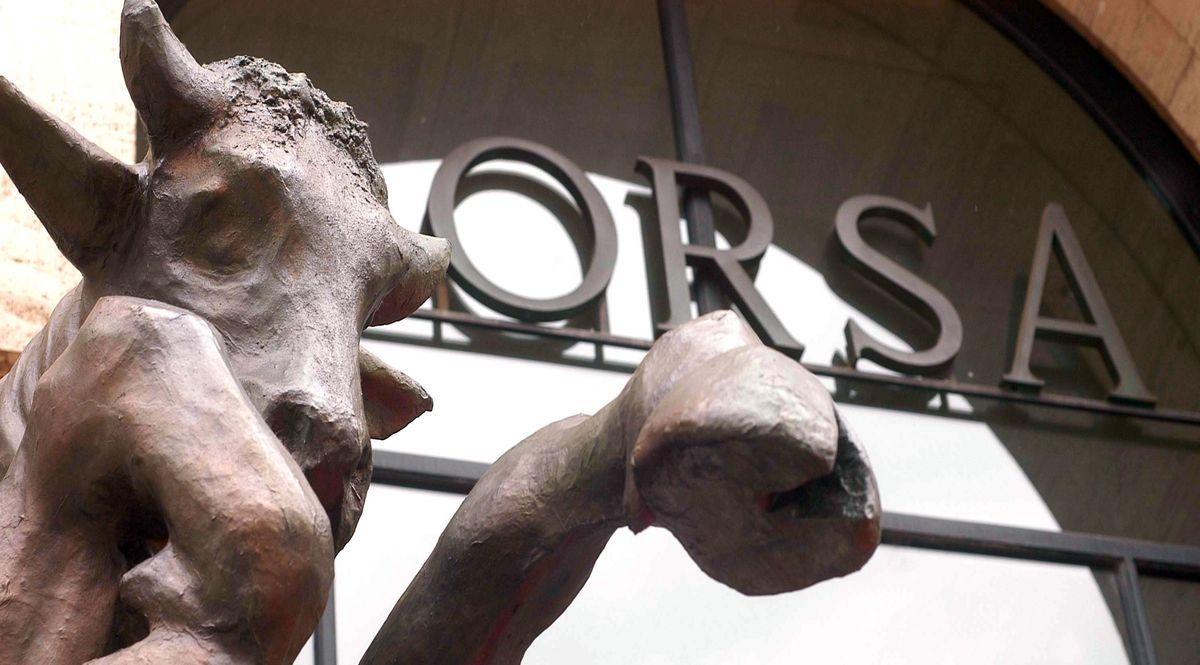 Sede di Borsa Italiana a Piazza Affari col toro