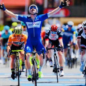 Giro d'Italia: Viviani vince in volata, Dennis in rosa