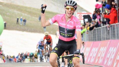 Giro: Yates trionfa sul Gran Sasso, in crisi Froome e Aru