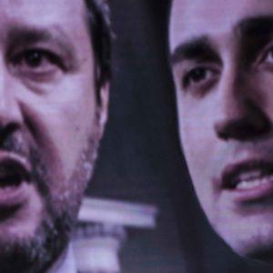 Venezuela, prime defezioni tra i militari e Salvini incalza M5S