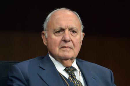 """Il ministro Savona indagato per usura bancaria: """"Atto dovuto"""""""