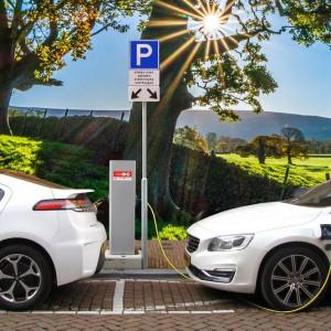 Auto elettrica: nel 2030 sarà più venduta di quella tradizionale