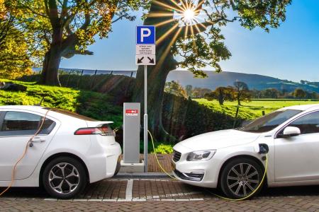 Auto elettrica, Bruxelles accelera e alza i target al 2030