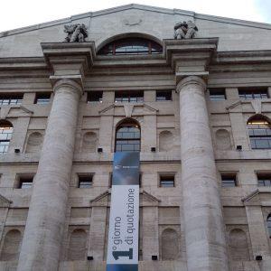 Le banche frenano Piazza Affari, Apple affonda il Nasdaq